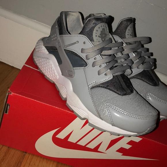 le scarpe nike raro gray in gray in aria bianca huaraches poshmark
